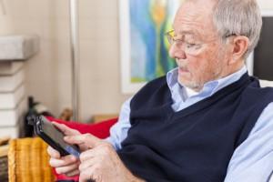 Ein Handy einfach in der Anwendung für Senioren