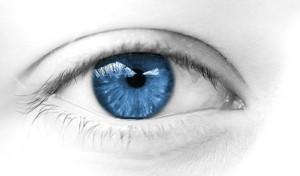 oeil de femme regard bleu doux calme
