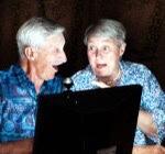 Hilfe am ipad smartphone bei älteren Menschen